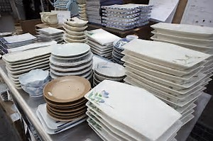 中古の食器はオークションで多く取り扱われます