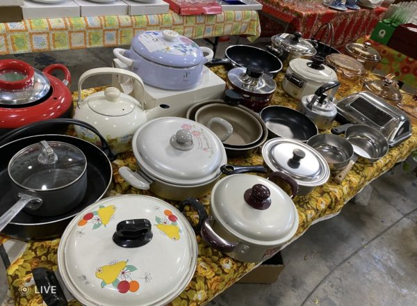 DISPLAY CASEROLES AND PANS FOR P12,000 IN RPJ ALABANG
